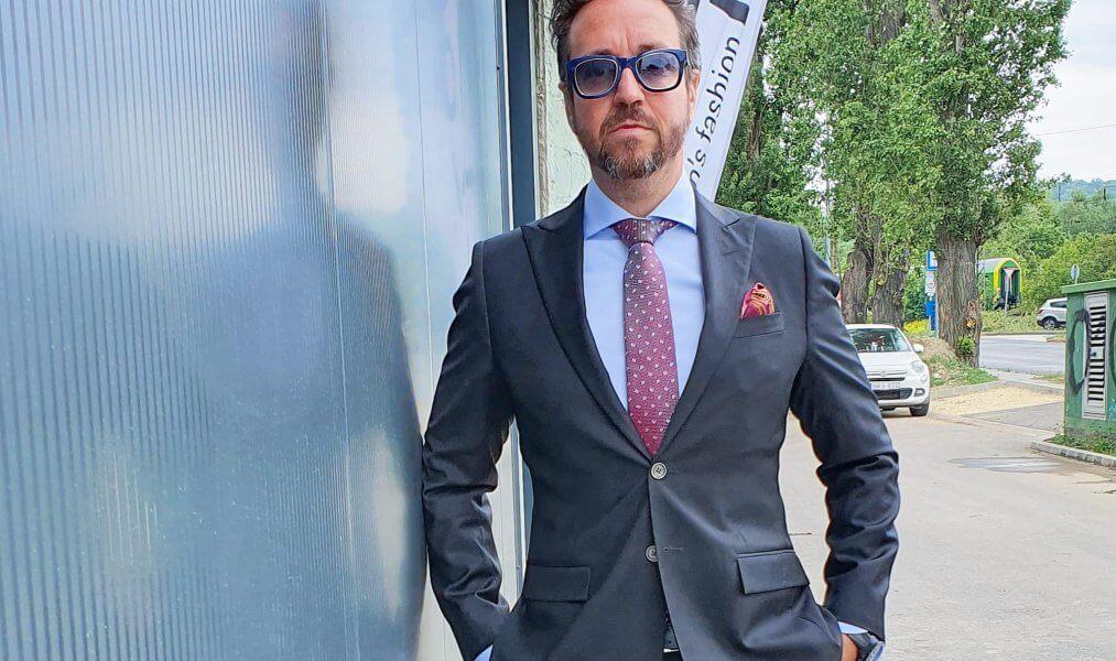 Egy magabiztos üzletember alap ruhatára